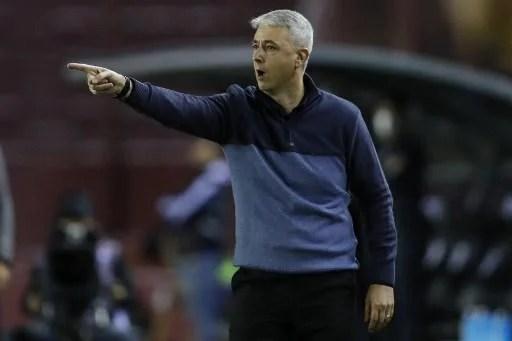 Tiago Nunes comemorou vitória em