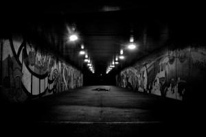 Carrera nocturna calle solitaria