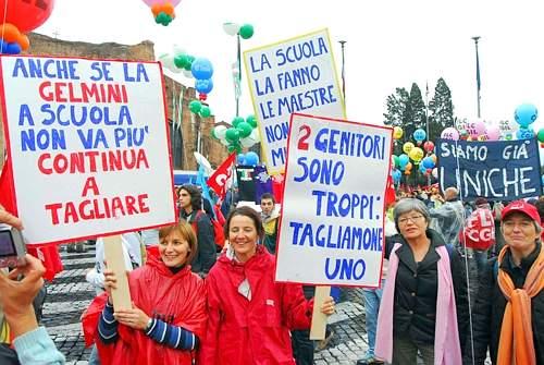 Il raduno e la partenza a Piazza della Repubblica a roma della manifestazione contro la riforma Gelmini (Arcieri)