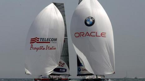 Luna Rossa e Bmw Oracle (Ansa)