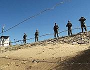 Guardie indiane alla frontiera pakistana nel Rajastan (Ap)