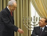 Peres e Berlusconi (Ap)