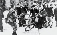 Germania. L'Armata rossa entra per prima a Berlino. Per «vendicare» i crimini nazisti, si lascia andare a violenze di massa sulle donne