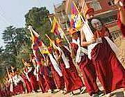 Monaci tibetani in marcia (Afp)