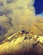 Un vulcano in eruzione (Epa)