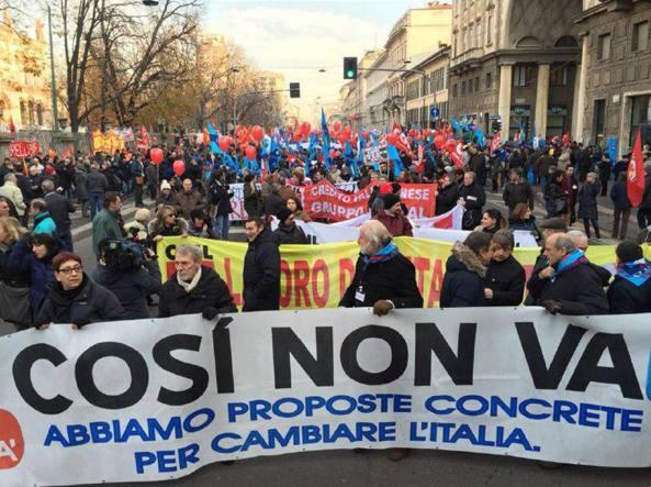 Il corteo di Milano (Fotogramma/Matarazzi)