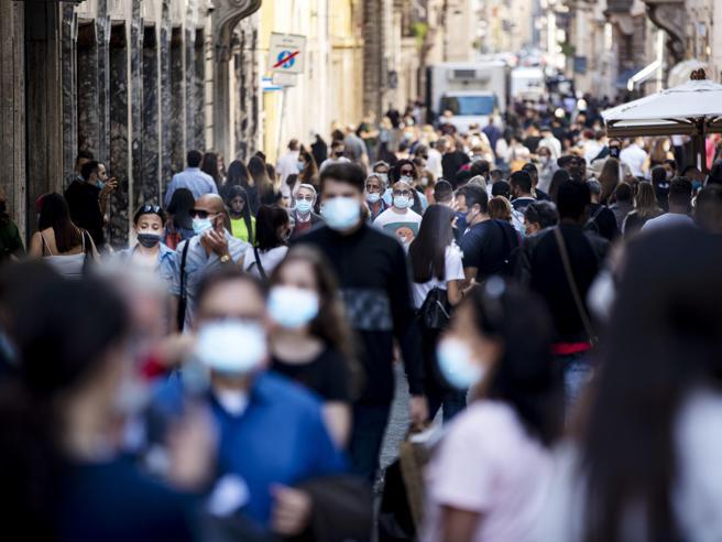 Mascherine, stop all'obbligo all'aperto in Italia a luglio- Corriere.it