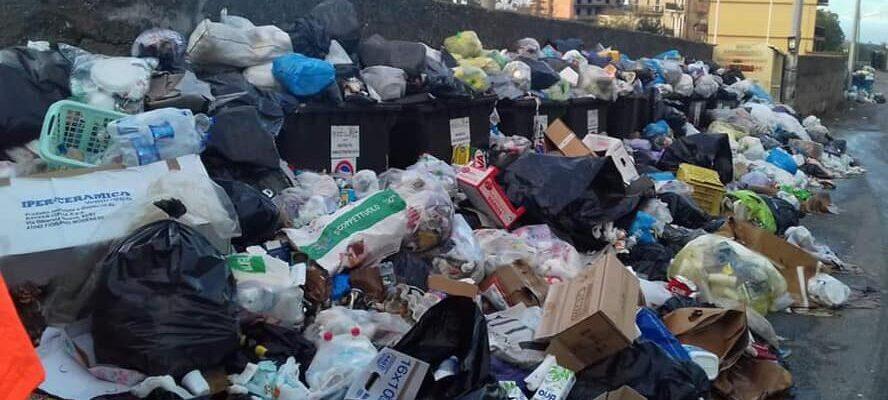 La provincia di Cosenza piegata dall'emergenza rifiuti e dalla crisi idrica
