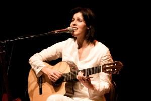 Nella foto: Souad Massi (www.cafedeladanse.com)