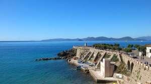 Il mare, l'isola d'Elba e Piazza Bovio