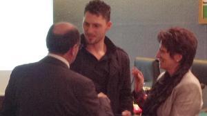 La premiazione al giovane Gabriele Pisani da parte della figlia di Vinicio Bernardini, Rosita