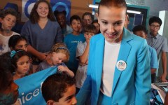 "Millie Bobby Brown (star di 'Stranger Things'), i Goodwill Ambassador Orlando Bloom, Liam Neeson, Lilly Singh, la cantante Dua Lipa e il Blue Man Group supportano l'iniziativa UNICEF ""Go Blue"" con un nuovo video per la Giornata dell'Infanzia"