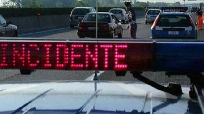 Biancavilla, incidente lungo Viale dei Fiori: Peugeot si scontra con Suzuki