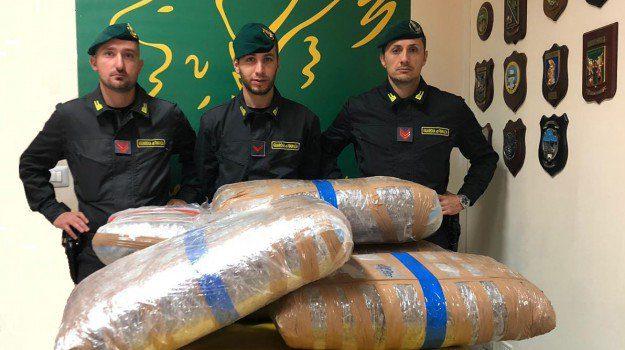 Belpasso, GdF sequestra marijuana per 1 mln: era nascosta in un deposito