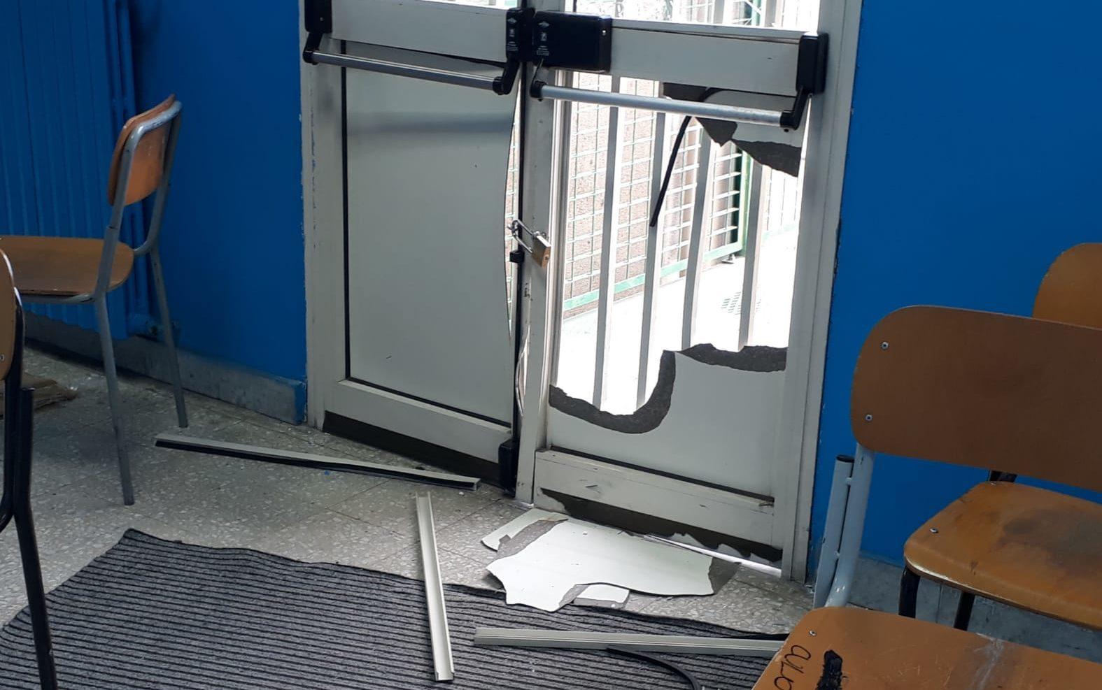"""Paternò, visita e fuga dei vandali all'Alberghiero """"Chinnici"""": porte devastate"""
