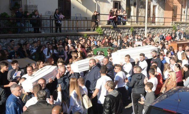 """Maltempo, Governo nazionale assente ai funerali della tragedia di Casteldaccia: """"Siamo stati abbandonati"""""""