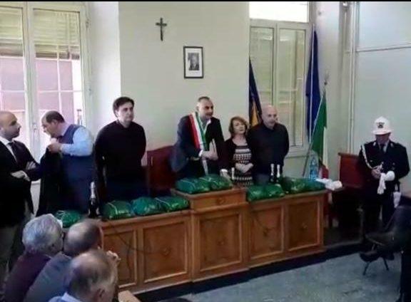Bronte, applausi per il ritorno al Comune del sindaco Calanna: era ai domiciliari dal 30 novembre (VIDEO)