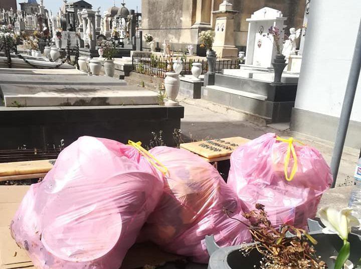 Paternò, sacchetti di rifiuti abbandonati al cimitero per eludere i controlli in città: l'ultima dei cafoni