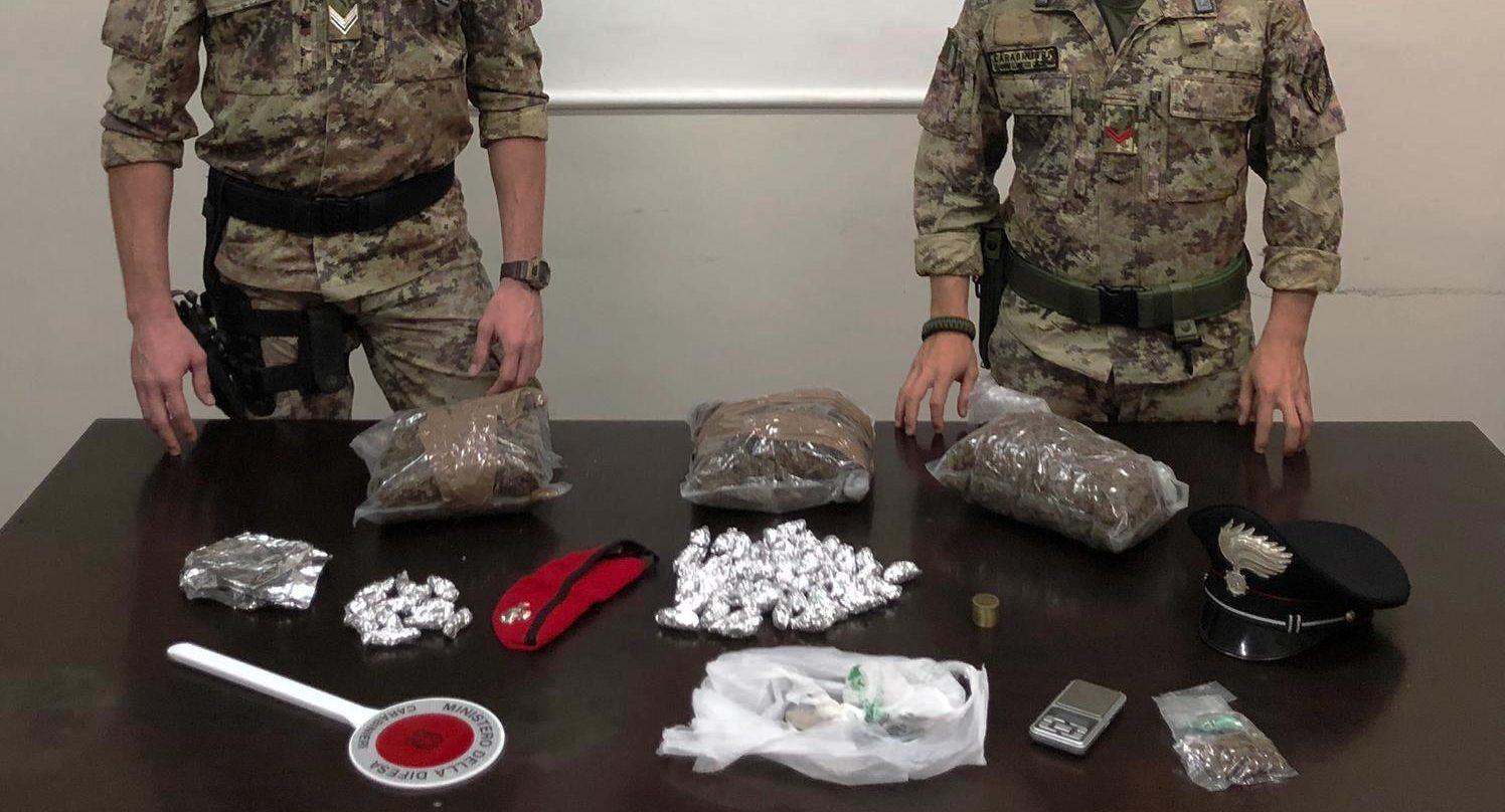 """Paternò, Carabinieri e """"Cacciatori di Sicilia"""" arrestano 19enne ucraino per spaccio di droga: sequestrati 1,6 kg di marijuana"""