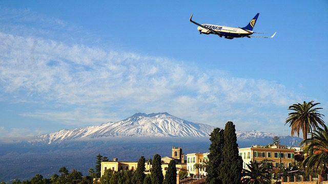 Caro voli, esposto Codacons alle Procure di Catania e Palermo: per Natale tariffe oltre 500 euro