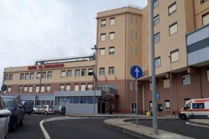 Biancavilla, uomo accoltellato alla schiena in via Vittorio Emanuele: è in ospedale, non in gravi condizioni