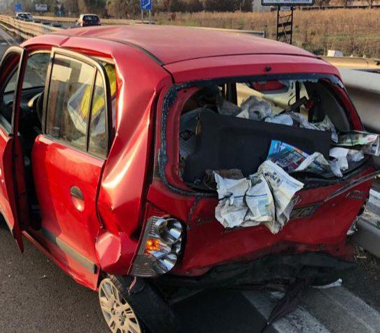 Belpasso, tamponamento tra due auto sulla SS.121 vicino a Etnapolis: 4 feriti non gravi