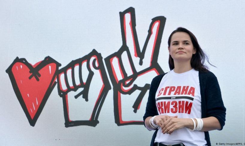 """Bielorussia, la leader dell'opposizione Tikhanovskaya chiede a Lukashenko di lasciare: """"Se rinuncia può partire"""""""