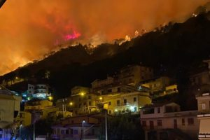 """Incendi, Procura Palermo apre fascicolo su devastazione di Altofonte. Musumeci: """"Grazie a chi ha lottato per spegnere le fiamme"""""""