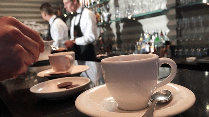 Catania, il barista gli versa un caffè e lui gli ruba il cellulare: 29enne denunciato