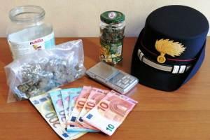 Catania, arrestato 21enne di Pedara: fugge in auto, nello zaino ha 50 grammi di marijuana