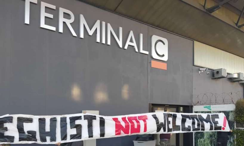 """Catania, all'aeroporto spunta lo striscione """"Leghisti not welcome"""": il 3 ottobre iniziative anti-Salvini preparano"""