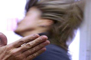 Giarre, schiaffi all'ex suocera e minacce ai militari: 41enne finisce ai domiciliari