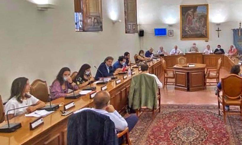 Paternò, il Consiglio approva il Bilancio di previsione: opposizione in ordine sparso. Naso ringrazia tutti