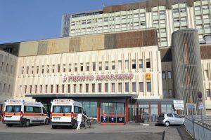 Covid, l'ospedale Cannizzaro di Catania rimodula i servizi di front-office: nei reparti visite contingentate