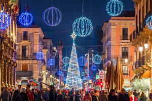 Catania, a Natale la città s'illumina nonostante il Covid: luci in festa nel centro storico e nelle vie dello shopping