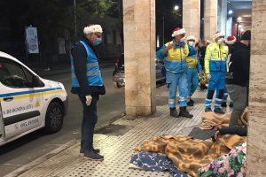 """Catania, coperte e panini a 60 senzatetto dai volontari delle Misericordie. Bertuna: """"Per noi gli ultimi sono al primo posto"""""""