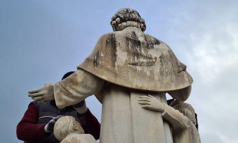 """Biancavilla, ripulita la statua di San Giovanni Bosco. Bonanno: """"Miglioriamo qualità dei luoghi"""""""