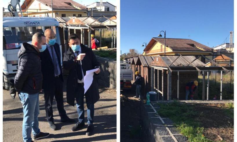 Biancavilla, si rimuovono le casette in legno da Piazza Bosco: Comune avvia opera di riqualificazione