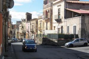 Adrano, latitante da 6 mesi torna nella casa di via Catena: catturato dalla Polizia