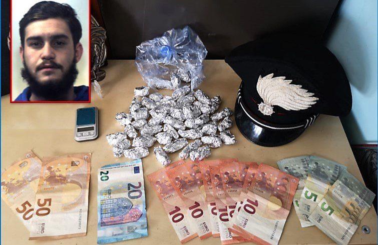 Catania, calava la droga col 'panaru': spacciatore 20enne arrestato in flagranza