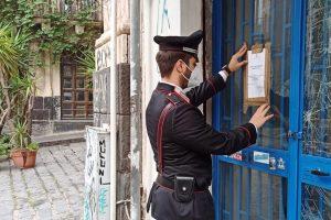 Catania, chiuso minimarket dopo controlli anticovid: titolare serviva bevande senza mascherina