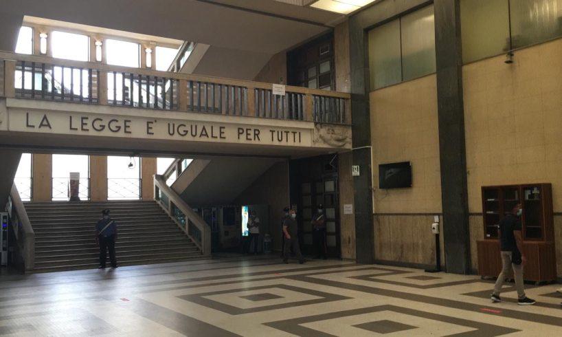 Catania, muore d'infarto in tribunale prima di deporre come testimone: soccorso con defibrillatore