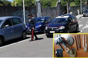 Acireale, beccato sotto l'auto mentre taglia la marmitta catalitica: 34enne arrestato in flagranza