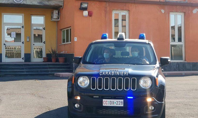 Adrano, 74enne va a rifugiarsi nella caserma dei carabinieri: il figlio lo minaccia per avere i soldi della droga