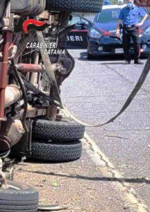 Camporotondo Etneo, ruba auto con un complice e si schianta con un camion: 52enne arrestato in flagranza