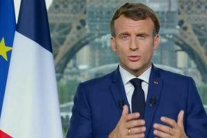 """Covid, il discorso di Macron fa scattare la corsa ai vaccini dei francesi: """"Pass sanitario per entrare nei bar e ristoranti"""""""