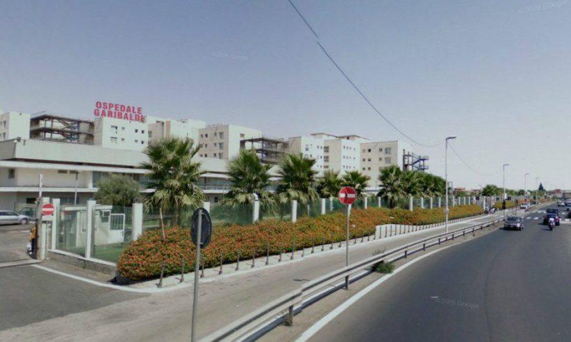 Catania, incidente mortale in via Palermo: 35enne con scooter si schianta contro transenna
