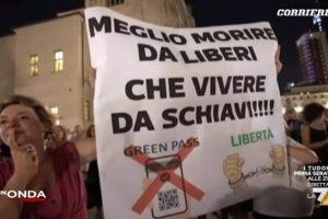 Green pass, in piazza a anche a Catania i contestatori della 'dittatura sanitaria': oltre 80 città coinvolte