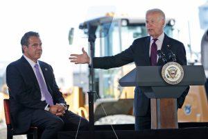 Usa, Biden chiede le dimissioni del governatore Cuomo accusato di molestie sessuali contro 11 donne