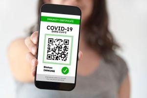 Covid, Green Pass obbligatorio da venerdì: serve per bar, ristoranti, palestre e concerti
